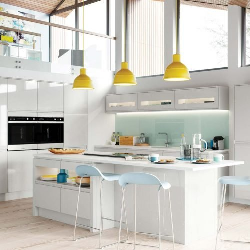Light-grey-gloss-contemporary-kitchen_yellow-pendant-lights_coloured-glass-splashback_kitchen-island-UF