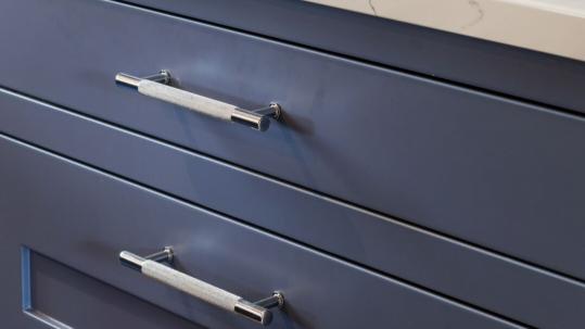 kitchen design trends - knurled handles