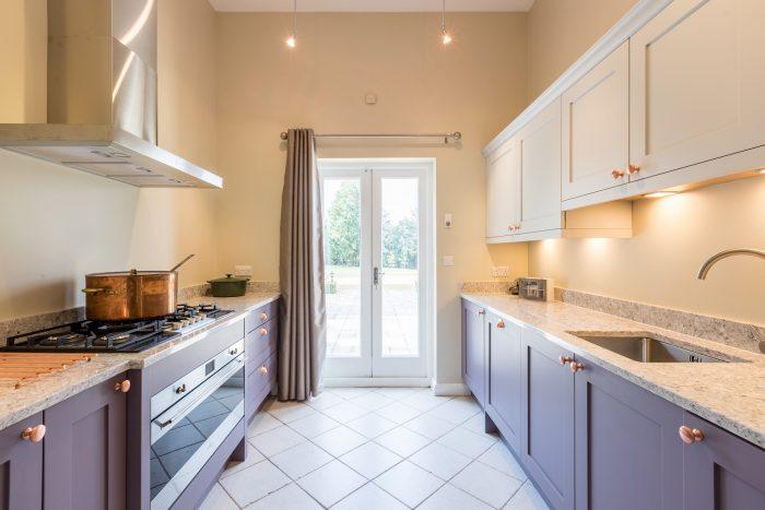 Annexe kitchen in mountain heather